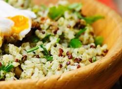 Poached egg & quinoa bowl