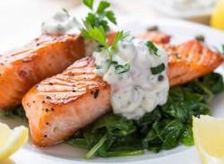 Grilled salmon with yoghurt tartar sauce